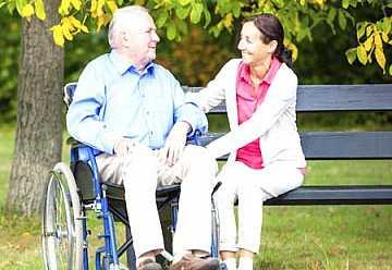 Foto artiolo accompagnamento anziani