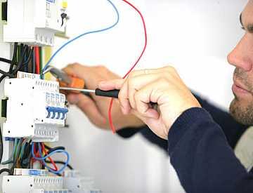 Foto articolo quando e perche e fondamentale la dichiarazione di conformità di un impianto elettrico