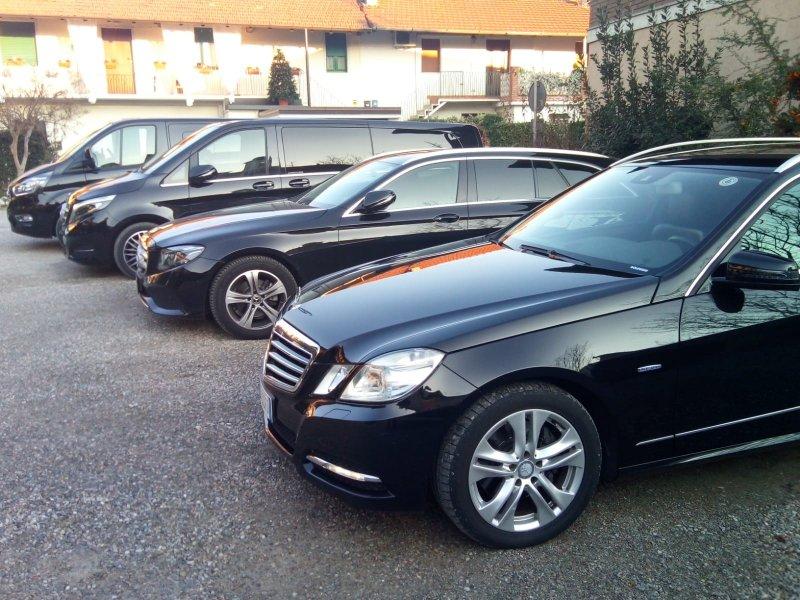 Noleggio Malpensa trasferimenti minibus Limousine Minivan Mercedes ncc Taxi privato Milano Como Vare Foto 787773.jpg