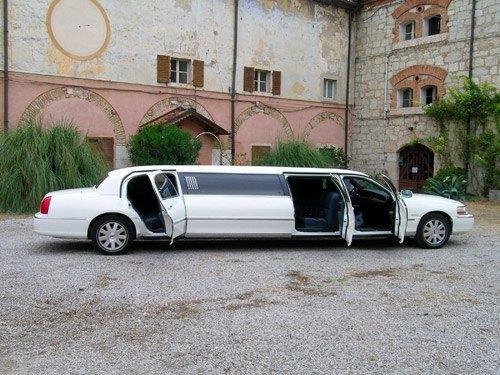 Noleggio limousine toscana Foto 5