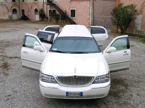 Noleggio limousine toscana Foto 6