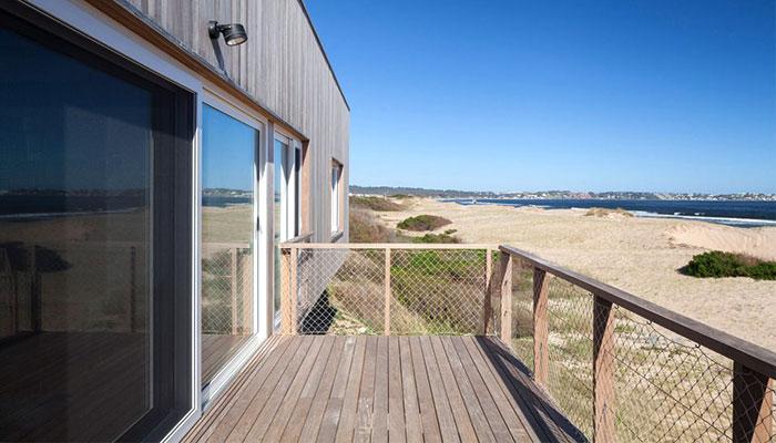 case in legno moderne al mare