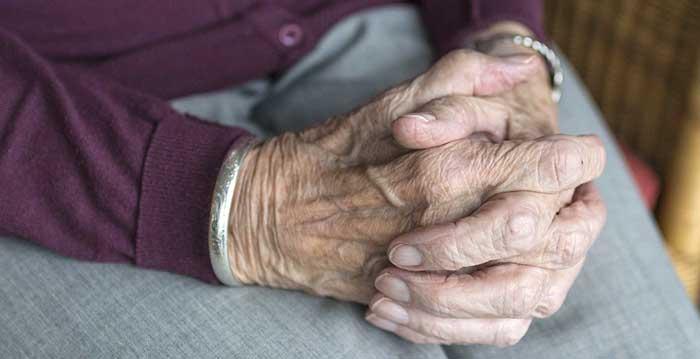 6 linee guida per aiutare gli anziani depressi
