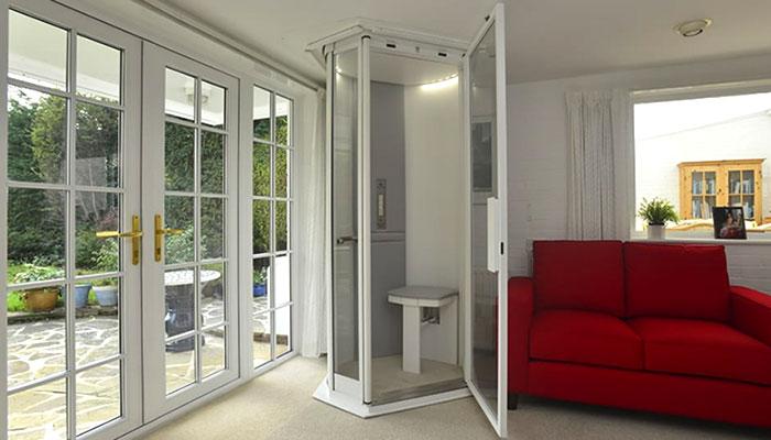 miniascensore interno in una casa moderna