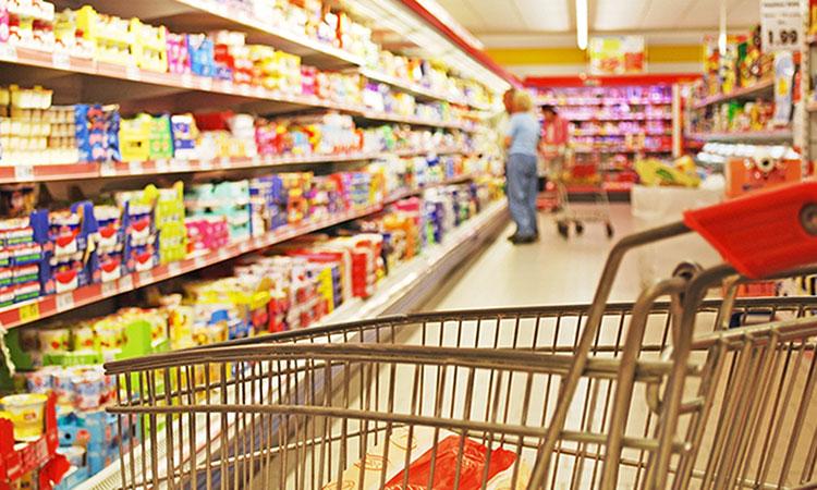 Scaffalatura di un supermercato appena ristrutturato
